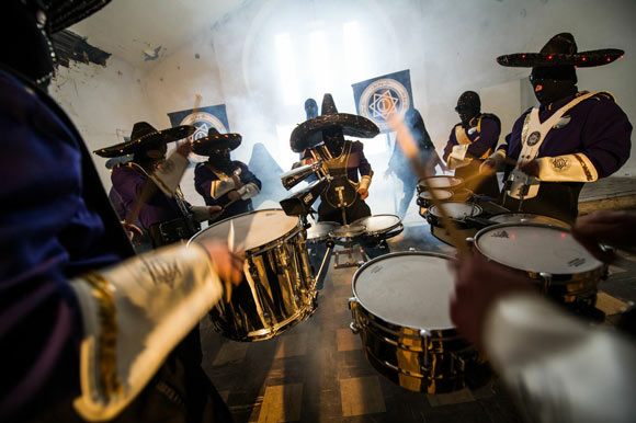 The itchy-O Marching Band is a dynamic enclave of Denver musicians and performers.