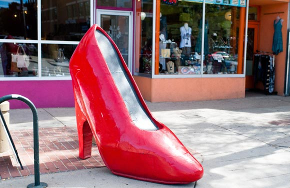 The big red heel lets you know where True Love Shoes is located.