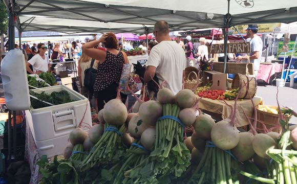 The street hosts a seasonal farmers market and other seasonal events.